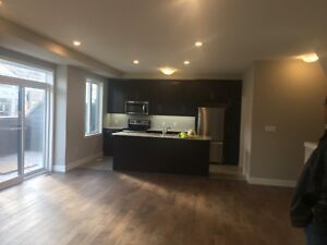 Condo townhouse for rent north London