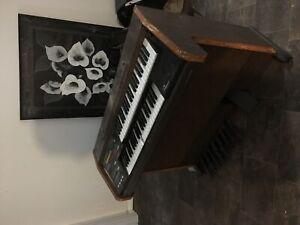 C200 Elka electric organ