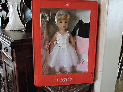 "2010 FAO SCHWARZ ""Tess"" 18"" Vinyl Doll by GOTZ in Fabric Collector Box PRISTINE"