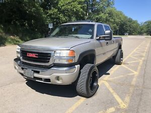 06 GMC Sierra 2500HD Duramax fully loaded