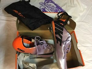 Brand New Nike soccer cleats - size 9