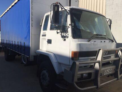 Isuzu truck 12 pallet  with tailgate