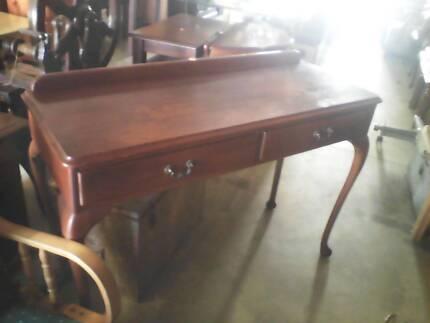 vitage hall table