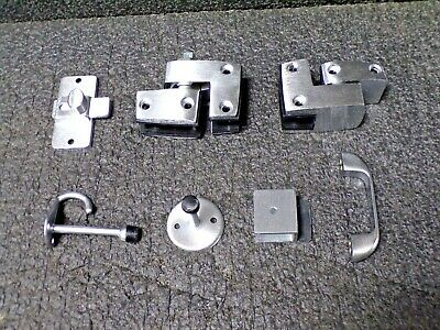 - GLOBAL PARTITIONS Outswing Slide Latch Door Hardware, 3-1/4