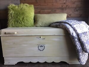 Vintage cedar chest / blanket box / hope chest