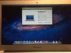 11 inch Apple Mac Book Air: in Great Shape: Lightly Used