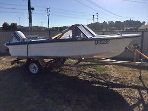 Fish ski boat