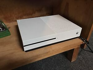 Xbox One S 1TB, Controller, 1 game & Turtle Beach Headset Malvern East Stonnington Area Preview