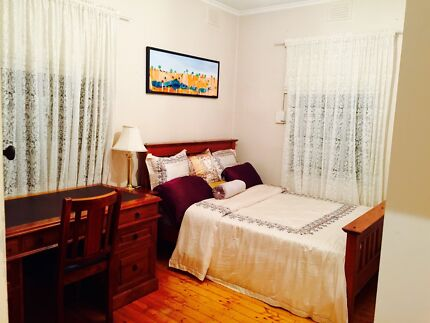 Rooms & Master Bedrooms For Rent - Holmesglen Train Station & Deakin Ashwood Monash Area Preview