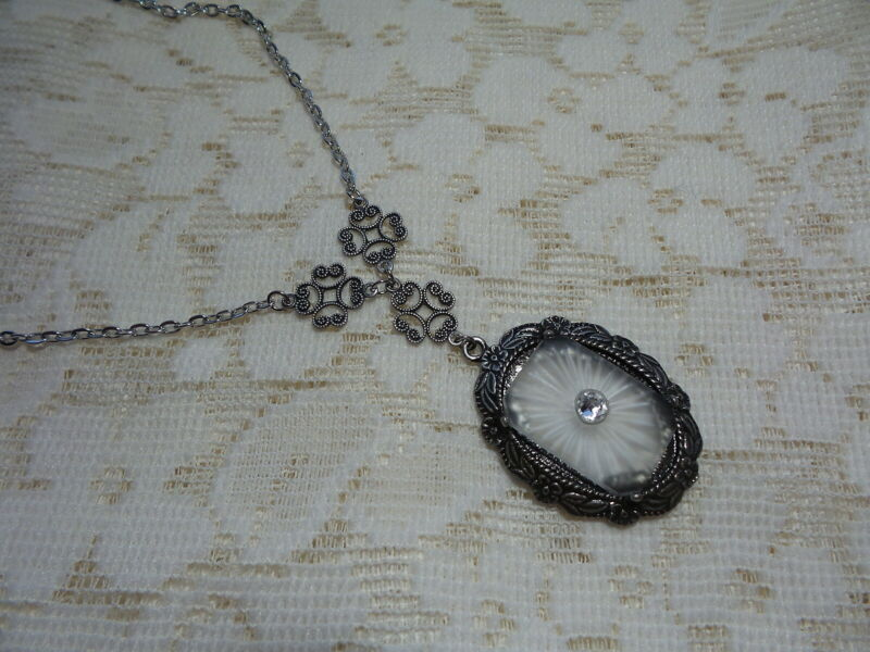 """HANDMADE VINTAGE SUNRAY CRYSTAL FROSTED CAMPHOR GLASS NECKLACE 18"""" (a)"""