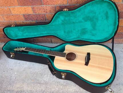 Tanglewood Acoustic Guitar With Hard Case And Amp Beenleigh Logan Area Preview