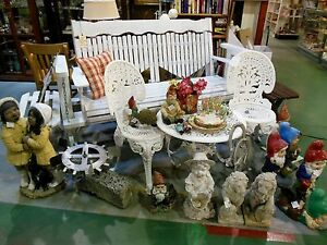FABULOUS VINTAGE GARDEN PICKET FENCE BENCH & GARDEN ART