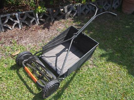 HAND  PUSH  MOWER  AND  CATCHER