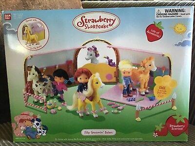 NIB RARE Bandai Vintage Strawberry Shortcake Horse Stable Filly Groomin' Salon Strawberry Shortcake Horses