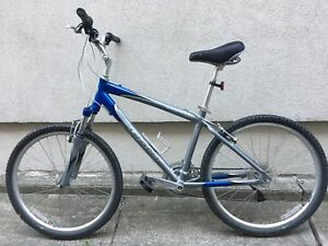 Giant Sedona DX mountain bike, 17 inch frame, like new