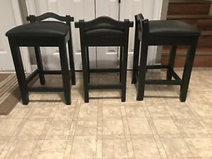 Bar/counter stools.