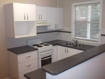 TWO BEDROOM UNIT, ONE MINUTE WALK TO WATERFRONT PARK. Bolton Point Lake Macquarie Area Preview