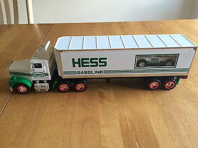 HESS 1992 18 WHEELER AND RACER  **MINT**