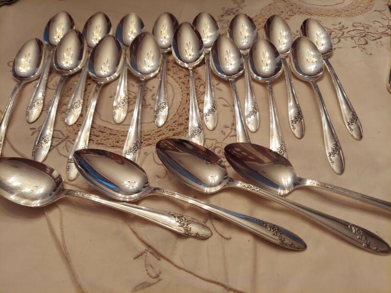 Oneida TUDOR silverplate QUEEN BESS Flatware 20 serving Spoons Excellent