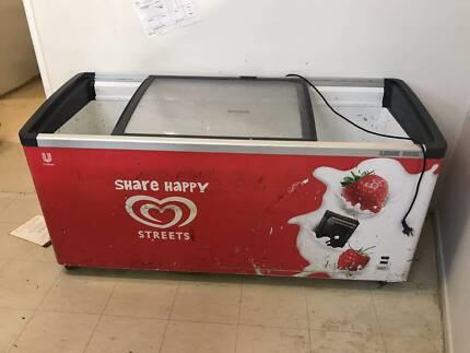 Commercial Ice Cream Freezer Display