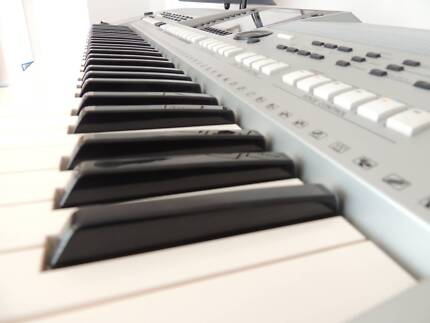 FOR SALE YAHAMA KEYBOARD PSR-S900 in perfect condition