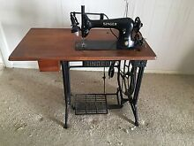 Singer Industrial Sewing Machine 31K20 Waterford West Logan Area Preview