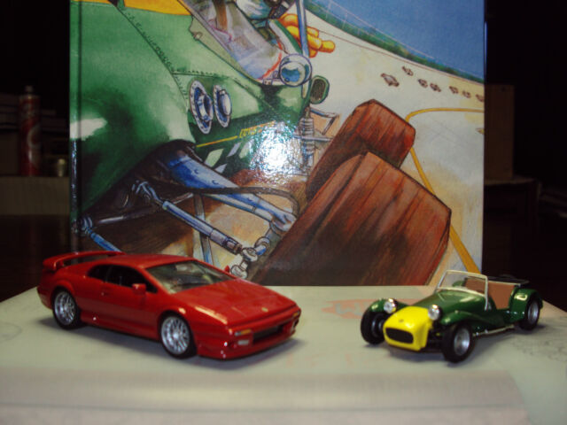 COLIN CHAPMAN COMIC-STRIP BIOGRAPHY + DIECAST 1:43 LOTUS SEVEN & ESPRIT V8 NEW