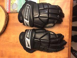 Men's hockey gloves