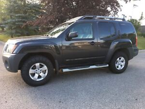 2012 Nissan Xterra 4x4 ( new tires , new windshield )
