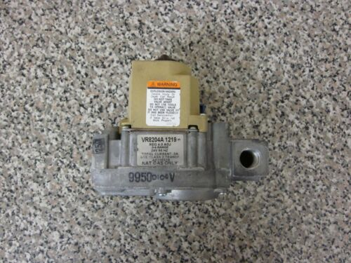 Rheem Ruud Honeywell VR8204A1219 AP11652B SP11652B Water Heater Gas Valve Used