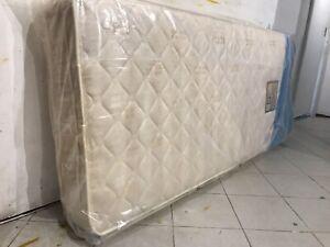 Nearly new single size firm mattress (sleepeezee)