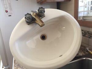 Lavabo en porcelaine