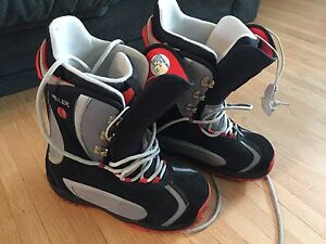 Burton Ruler Men's snowboard boots in great condition size 10