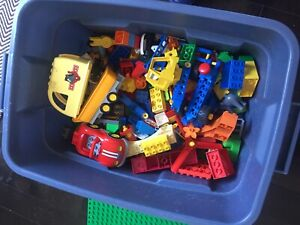 Duplo and 4 large building base plates