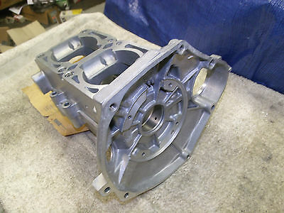 1996 96 YAMAHA V MAX 500 SNOWMOBILE ENGINE CRANKCASE  TOP BOTTOM CASE NEW NEW