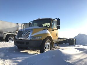 2004 International 4300 Auto Cab and Chassis