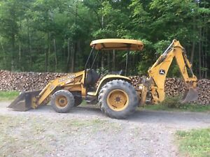 Mini excavatrice John Deere 110 TLB, déneigement, érablière.