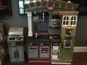 Little Tikes play kitchen with bbq, shopping cart and much more