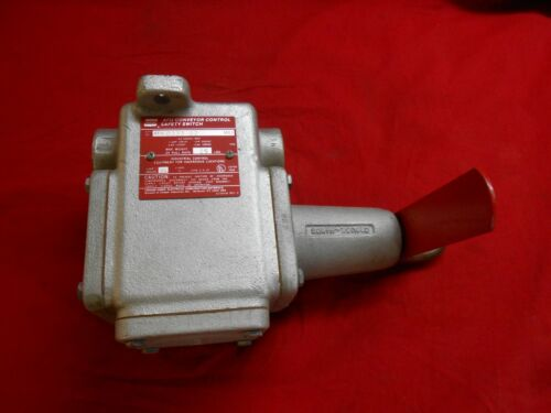 CROUSE-HINDS  AFU-0333-02  CONVEYOR CONTROL SAFETY SWITCH