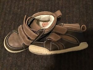 CHILDREN'S PLACE - SIZE 9 - VELCRO BROWN LEATHER HIKING BOOT