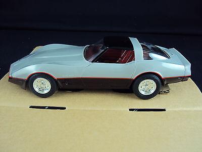 1982 Corvette Models (ERTL AMT 1982 Chevrolet Corvette, 1:25 Scale model, Silver/Dark)