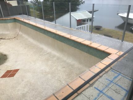 Glass pool fence panels $30/m stacked and ready to collect
