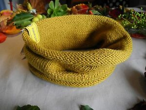 Knitted woollen scarf // Neck warmer // Handmade Melbourne CBD Melbourne City Preview