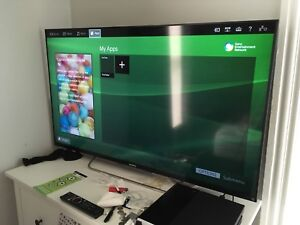 """Sony 50"""" HD LED Smart  3D TV with Blu-ray player/ wall mount."""