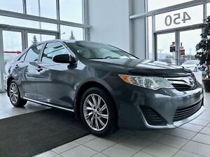 2014 Toyota Camry LE {Mags, Toit Ouvra