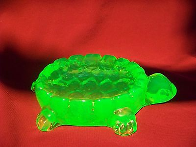 GREEN VASELINE GLASS  TURTLE SOAP DISH  (( id189987))