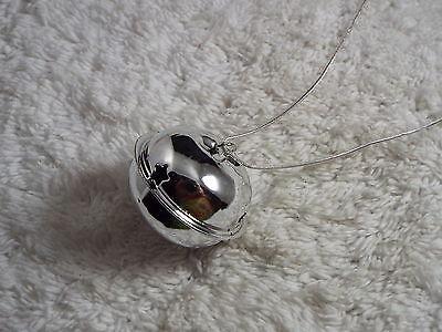 Silvertone Large Jiggle Bell Pendant Necklace CHRISTMAS (B5) (Jiggle Bells)