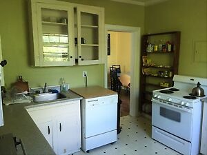 LARGE 3 BEDROOM APARTMENT - DAL CAMPUS - SEPT 1 - $700 Each