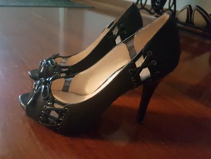 GUESS Womens Heels