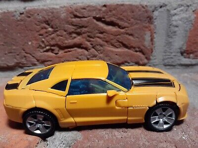 Transformers Hunt For The Decepticons HFTD Battle Blade Bumblebee Deluxe Figure